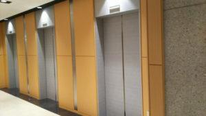 エレベーター、バリアフリー